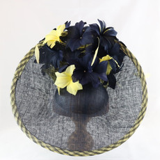 GIOVANNIO LARGE FASCINATOR WITH CONTRAST FLOWER DETAIL