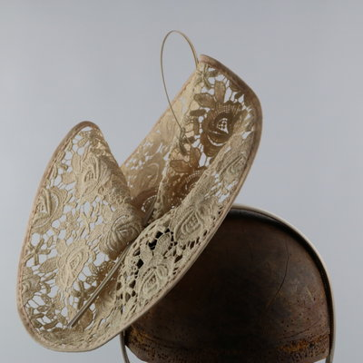 GIOVANNIO LACE FASCINATOR