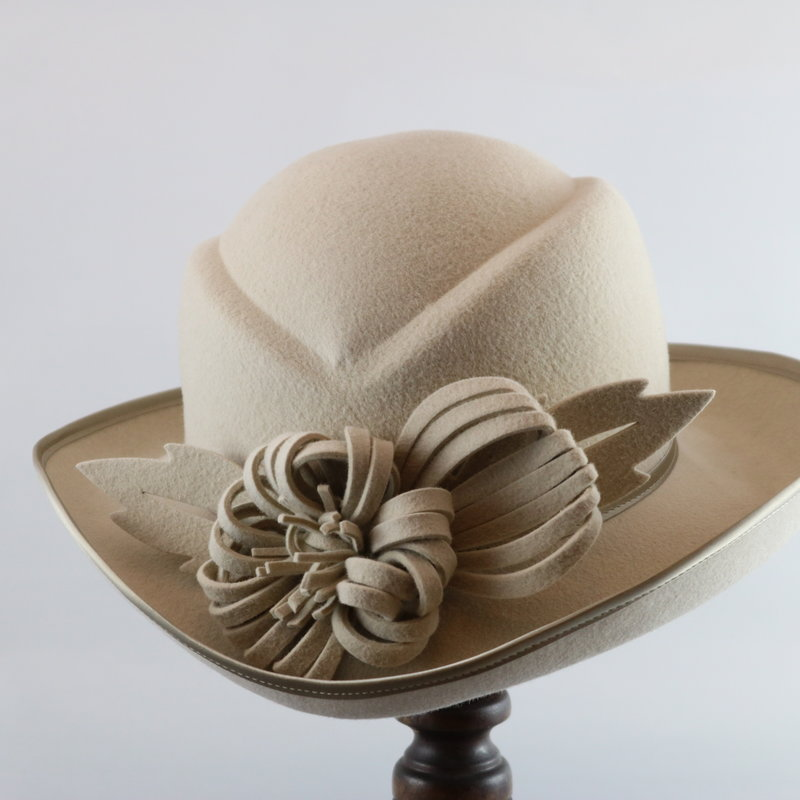 CANADIAN HAT CREAM FELT DRESS HAT WITH FLOWER DETAIL