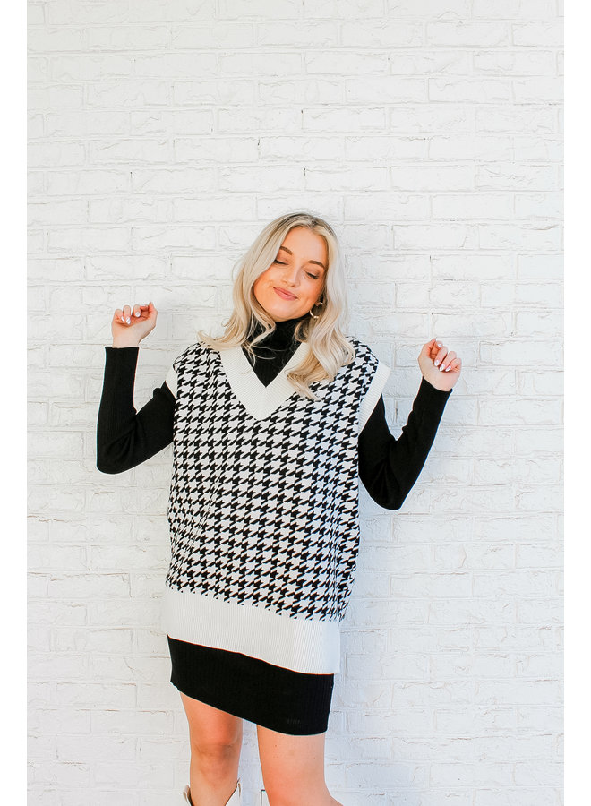 Amore Houndstooth Sweater Vest