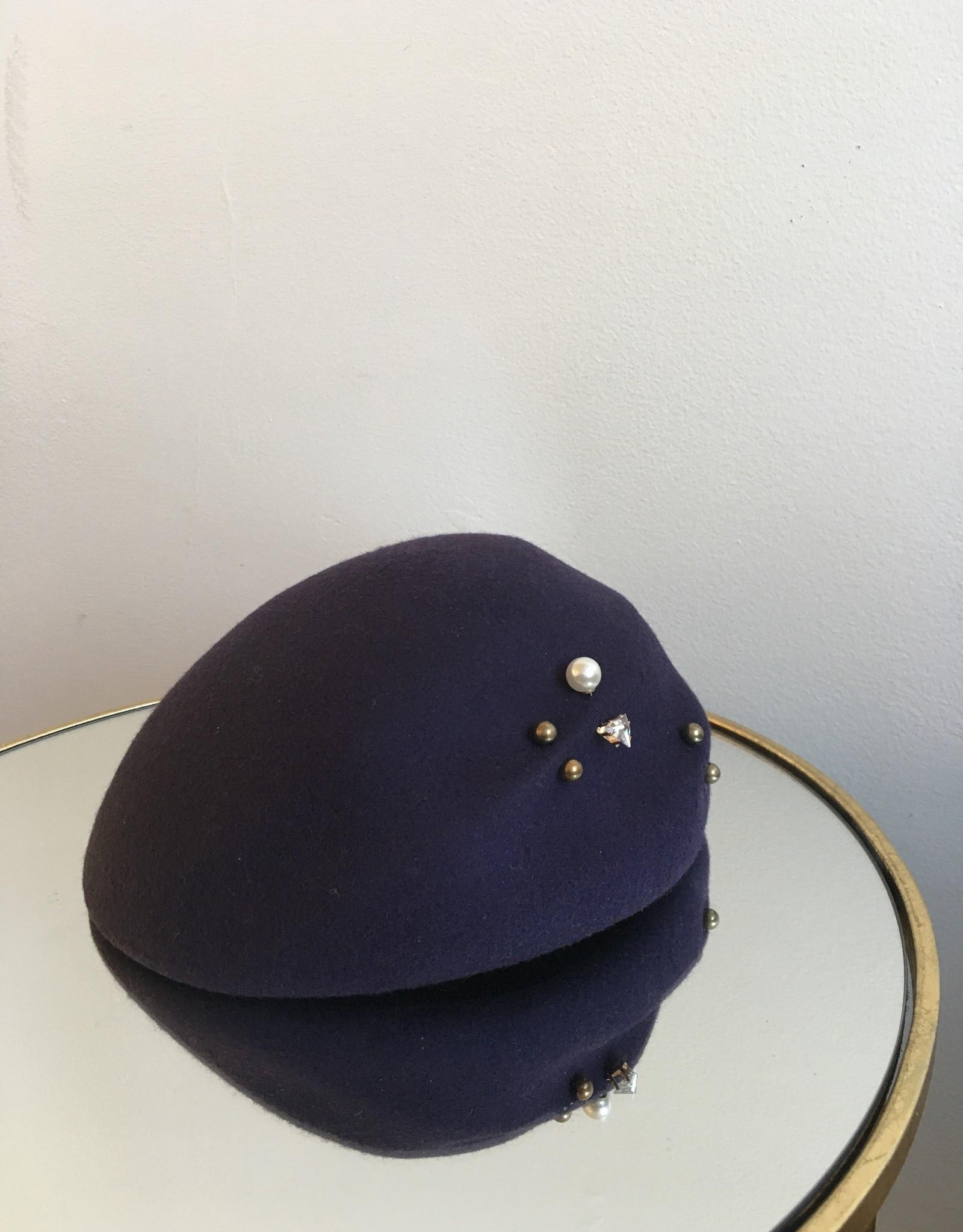 Dimple Beret Aubergine w/ gem & pearl