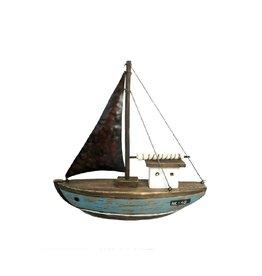 Voilier en bois et métal    19 x 5.5 x 21 cm