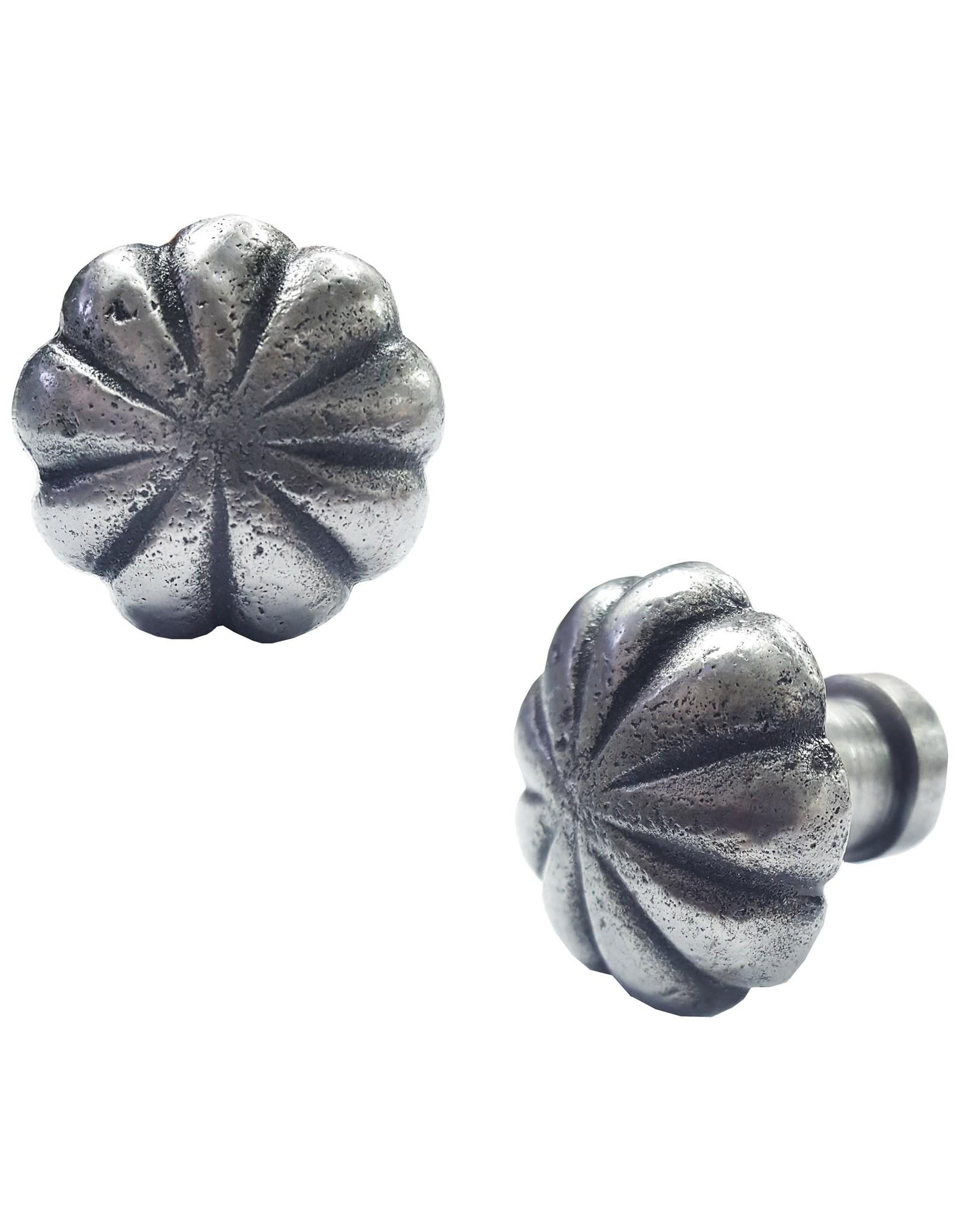 Poignée en forme de fleur métal antique