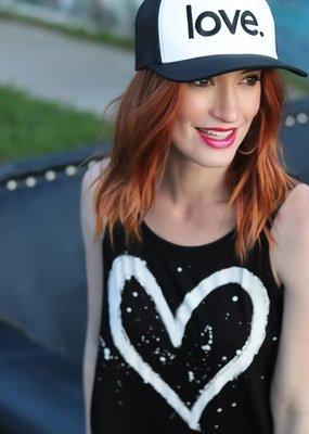 B&V Love Hat White/Blk