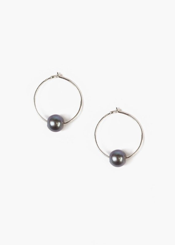 CL ES4855 FW Pearl Small Hoops