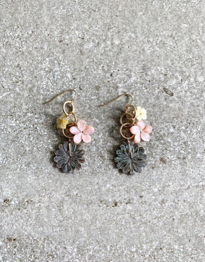 RB MTHR OF PRL DAISY/HIBISCUS EARRING
