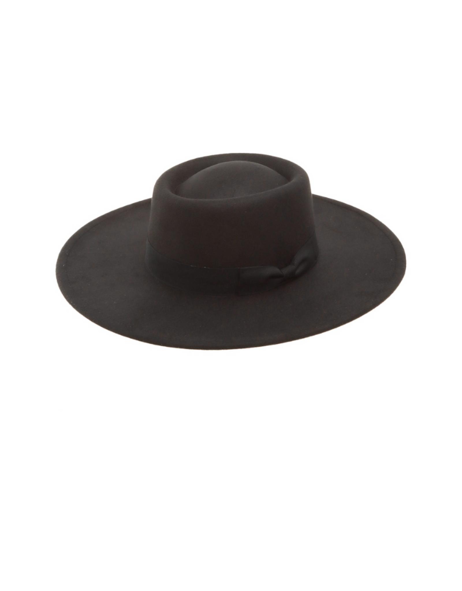 HAT-WIDE BRIM PORKPIE