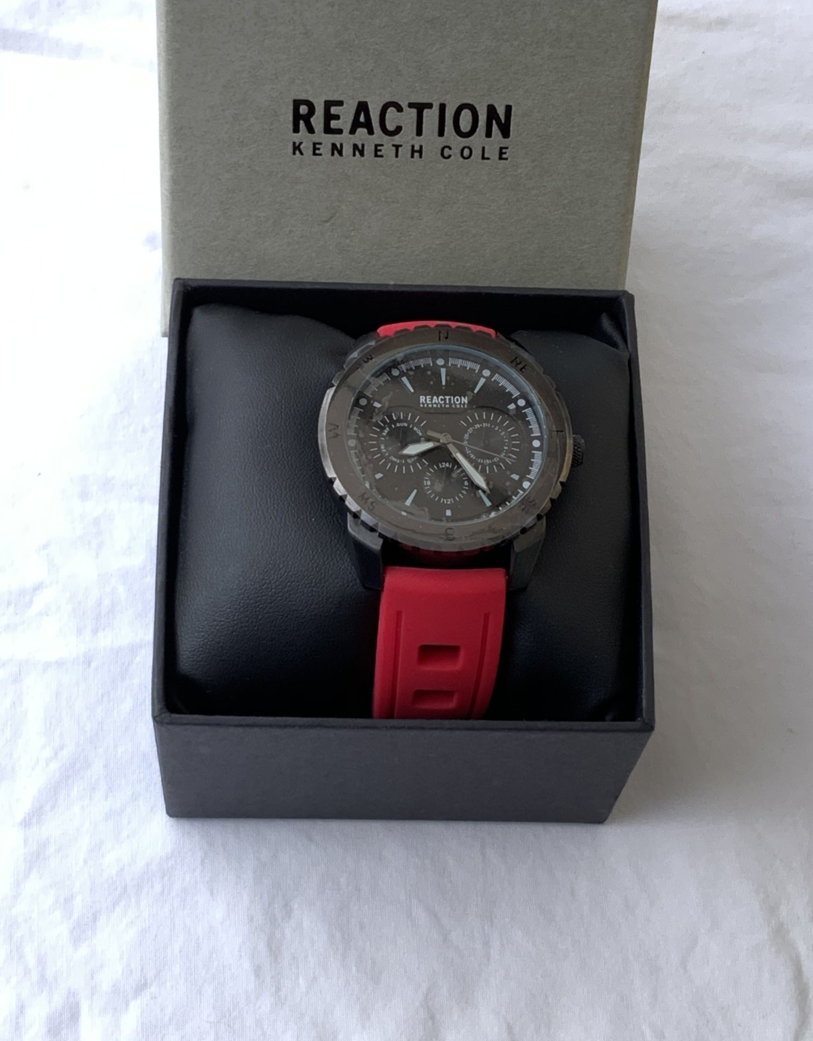 Kenneth Cole Reaction Kenneth Cole Reaction Men's Watch Analog Red Silicone