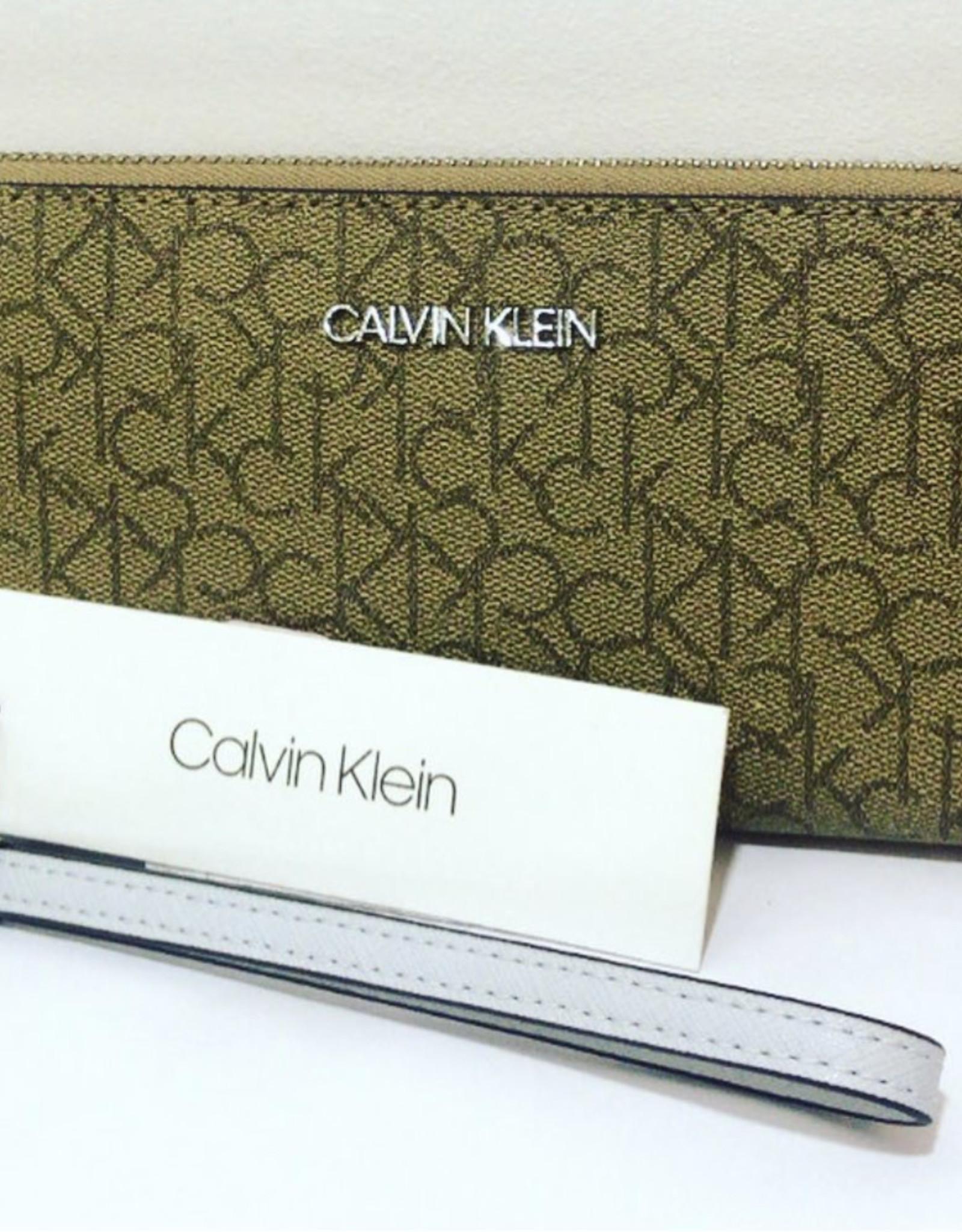 Calvin Klein Calvin Klein Women's Wrislet/Wallet Logo Zip Around