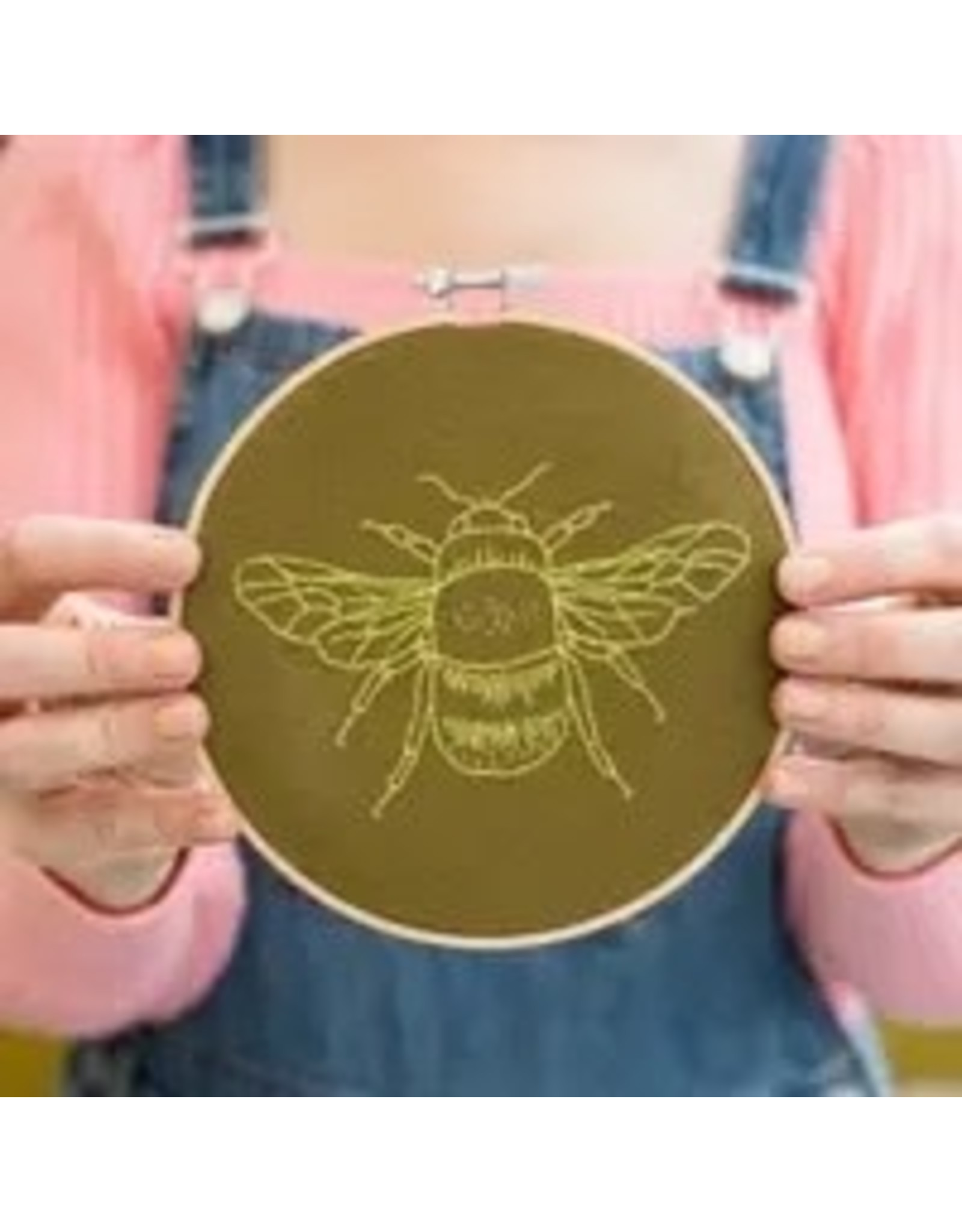 The Florist & The Merchant Bee Hoop Embroidery Kit - Olive