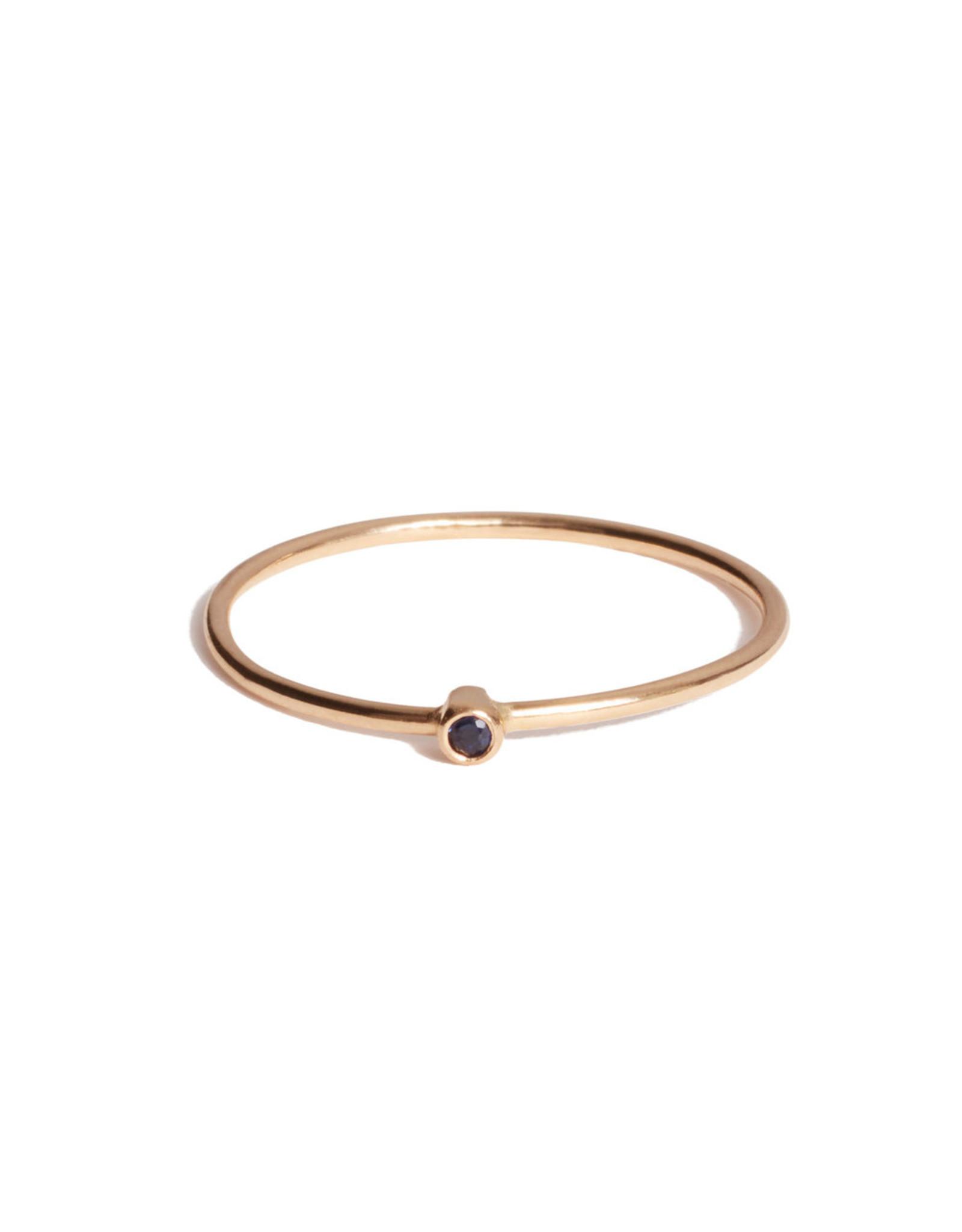 Jennifer Meyer Jennifer Meyer Blue Sapphire Thin Ring - Yellow Gold / Blue Sapphire (Size: 6.5)