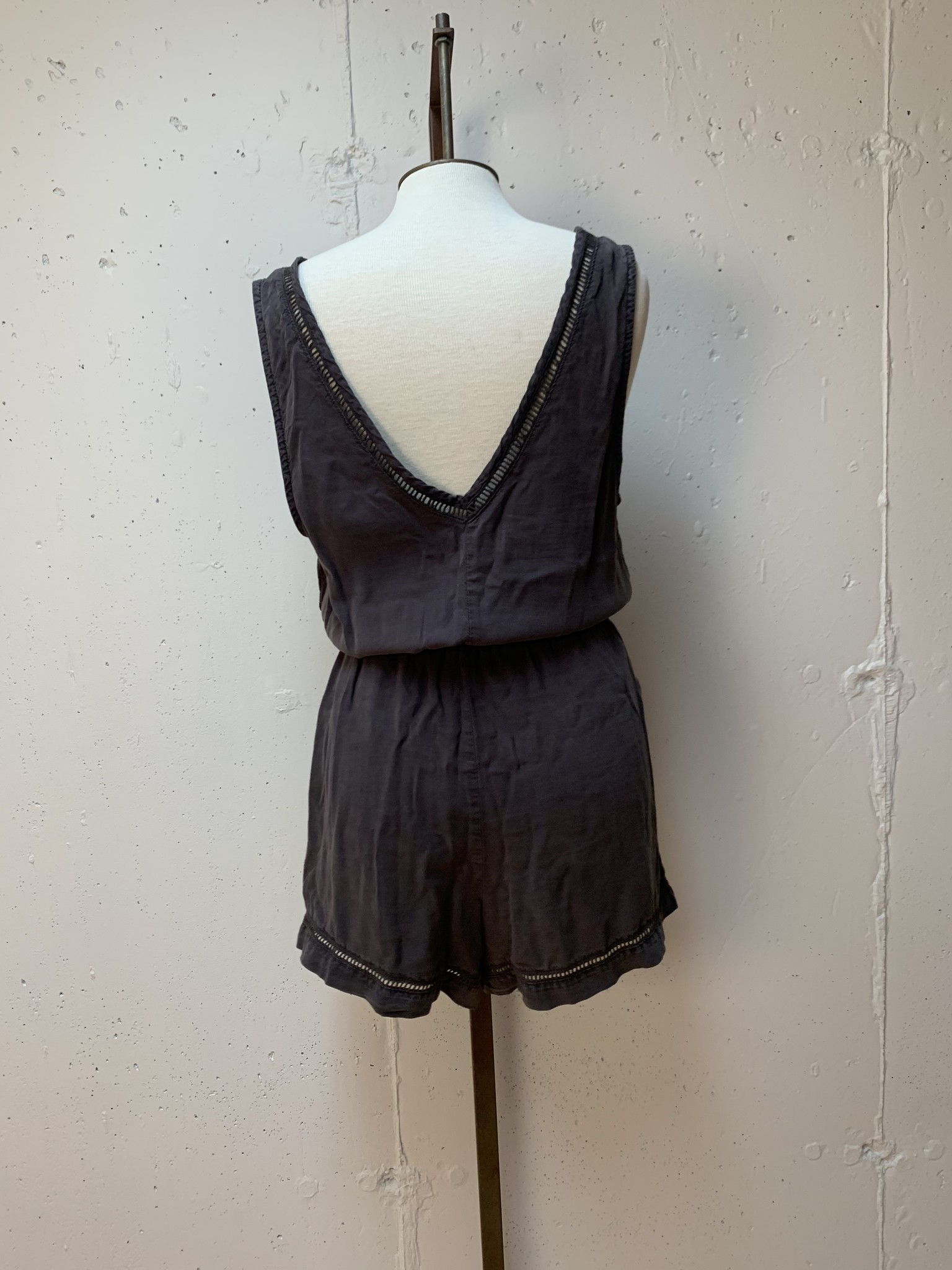 Bella Dahl Trimmed Romper/ Carbon Grey/ M