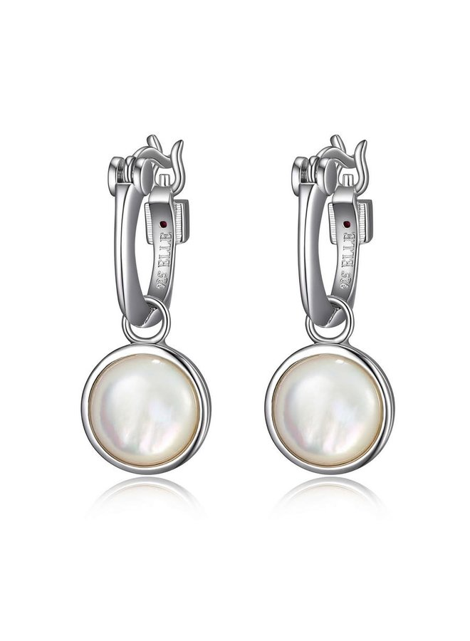 Boucle d'oreille style carré avec nacre de perle pendant.