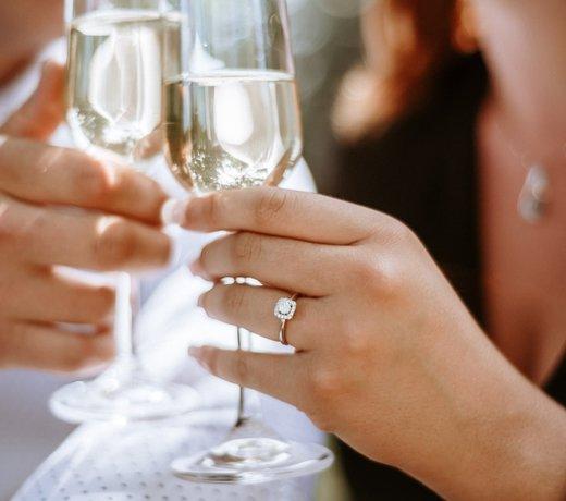 Une bague de fiançailles halo au goût de luxe
