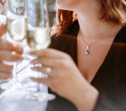 Offrez un collier ou un pendentif à votre femme