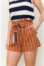 Brick belted shorts