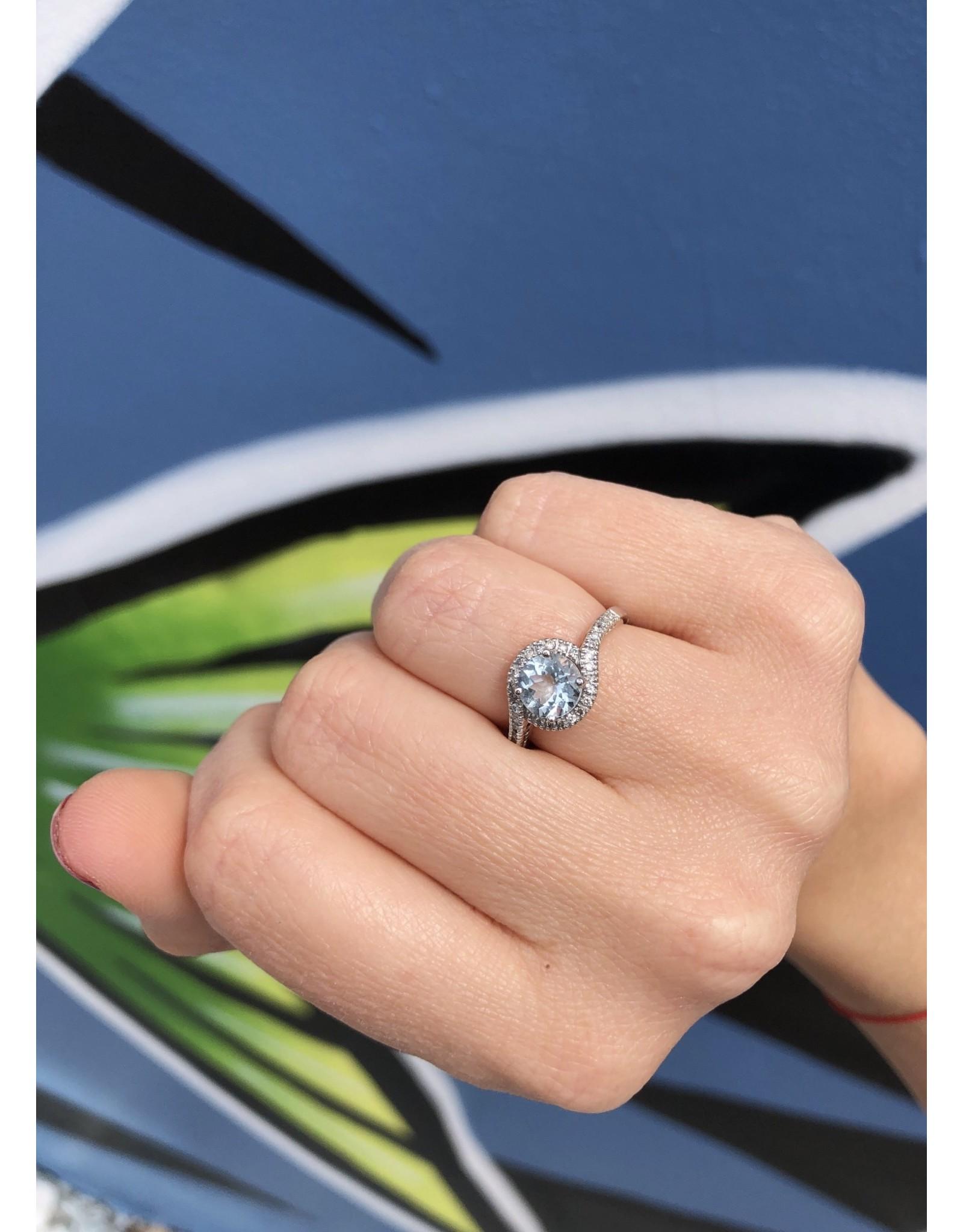 14K White Gold Round Aquamarine and Diamond Ring, AQ: 0.92cts  D: 0.19cts