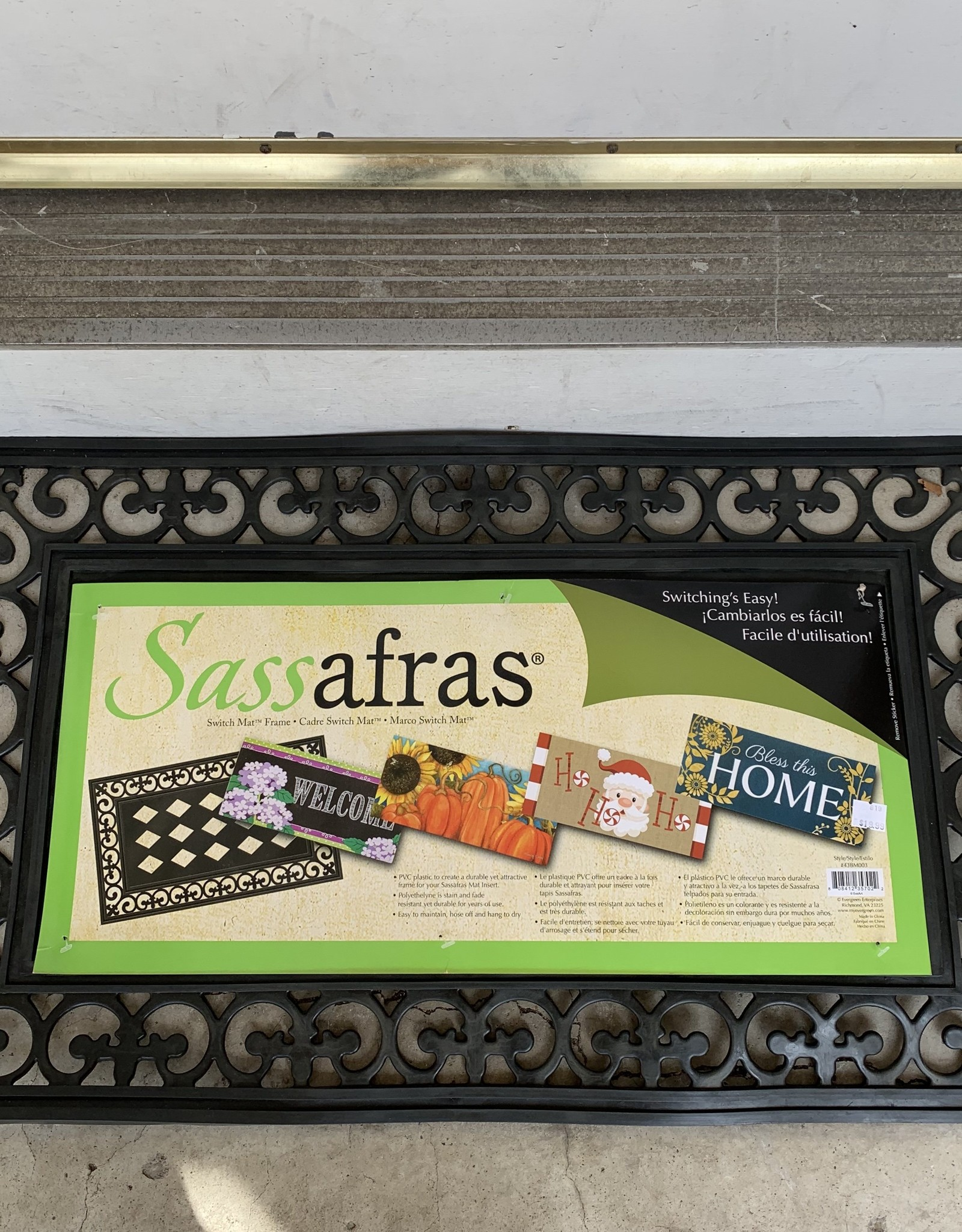 EVERGREEN ENTERPRISES, INC. BLACK SCROLL SASSAFRAS DOOR MAT