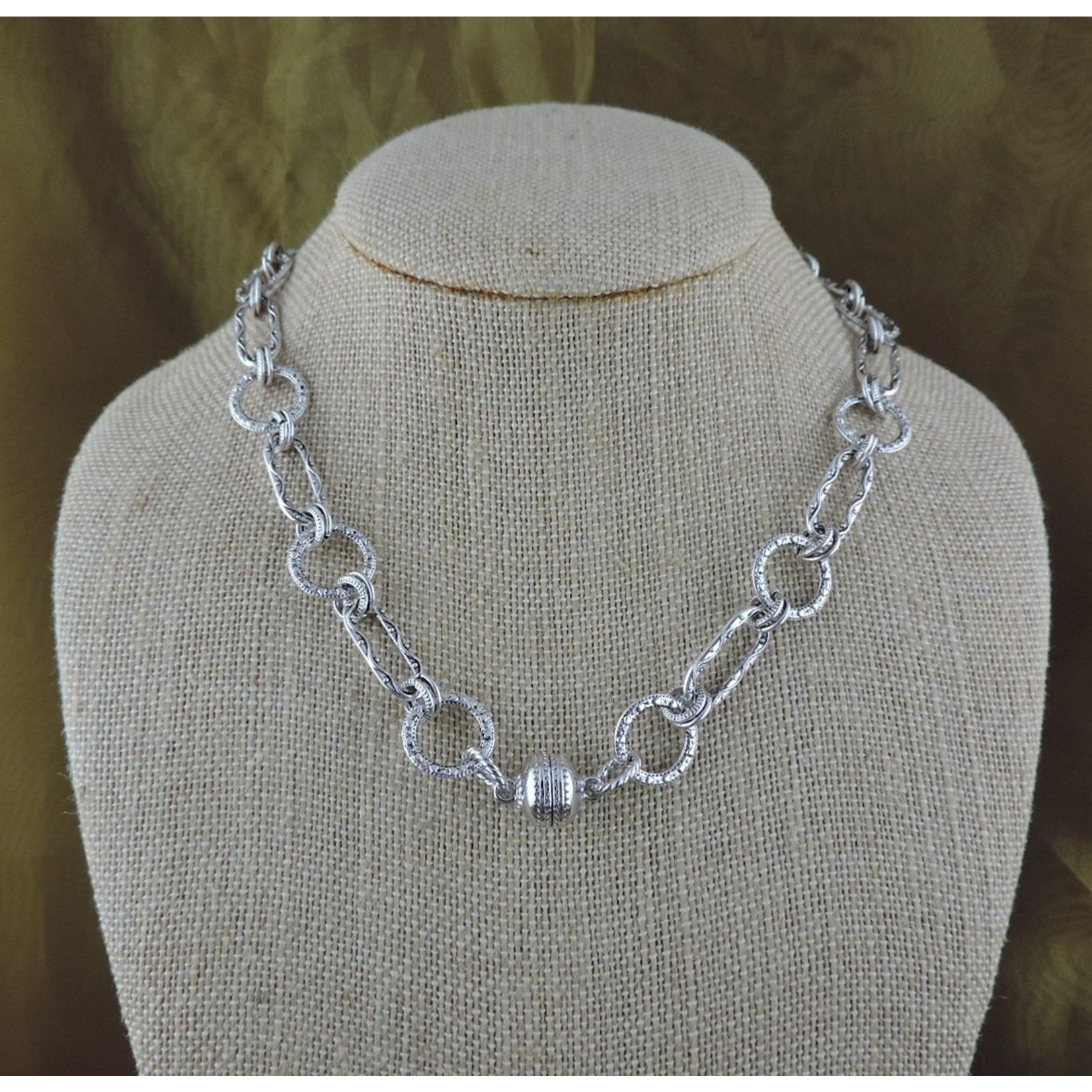 """Casuals Fairhope 16"""" Silver Link Necklace with Magnetic Clasp"""