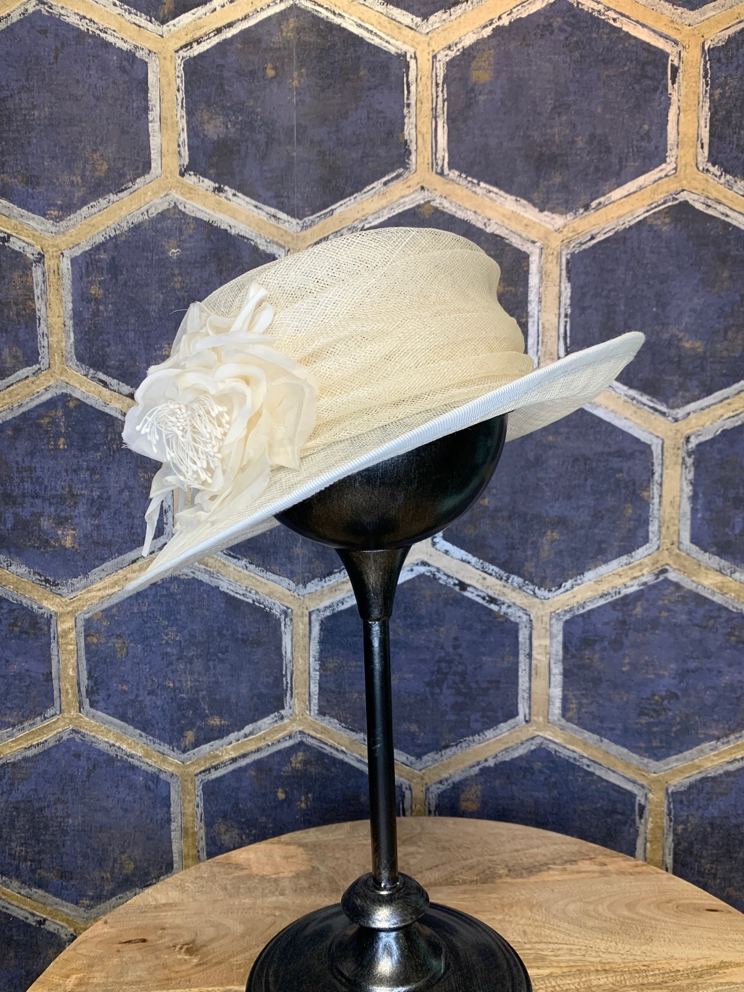 Offwhite Ladies Hat with Wrap and Flower