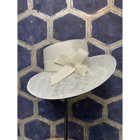 Offwhite Hat with Bow and Button