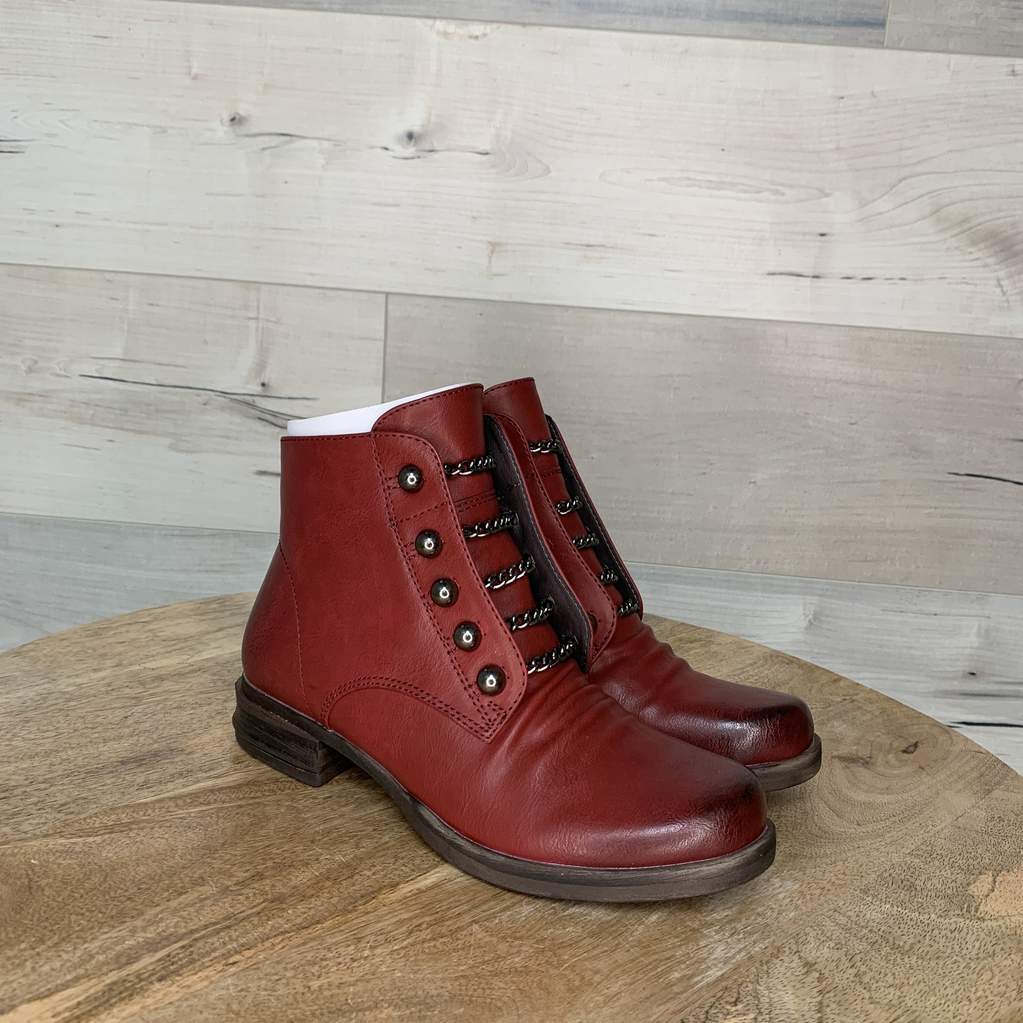 Pihor Bootie with Chain Accent