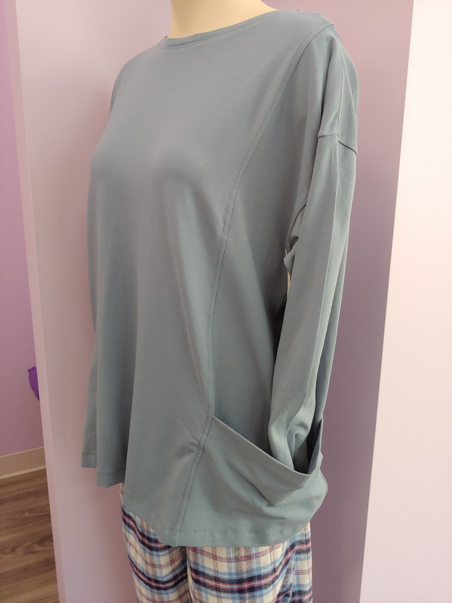 Ballet neck top with side pockets