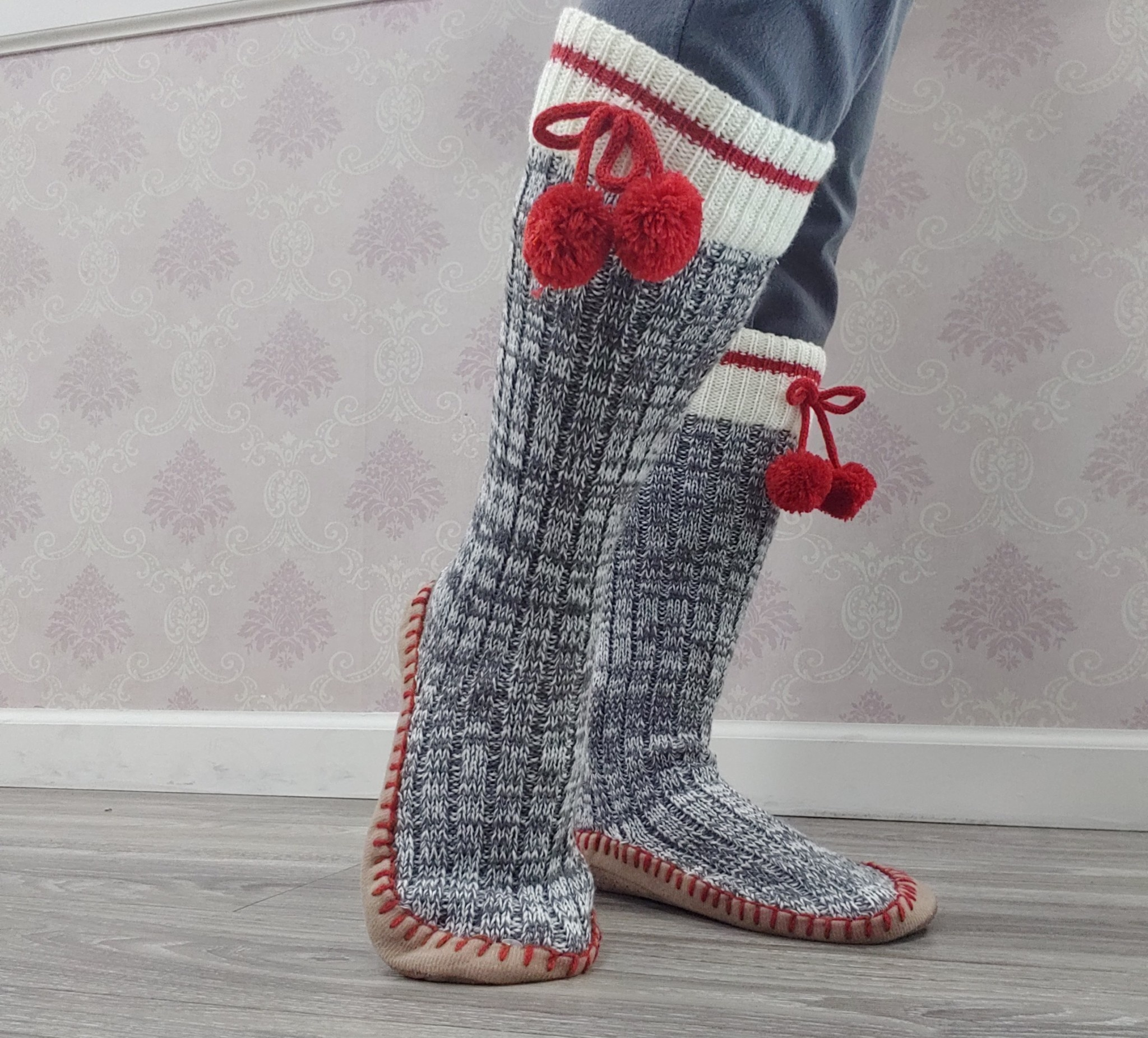 Moccasin Lounge socks with non-slip sole