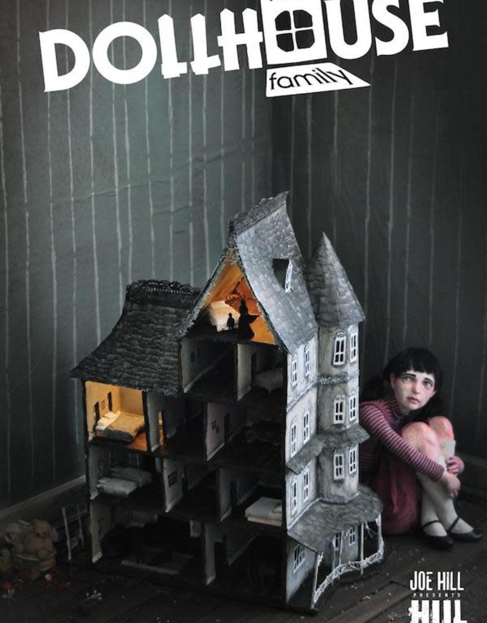 DC Comics Dollhouse Family HC