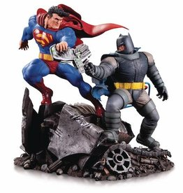 DC Comics DKR Batman Vs Superman Mini Battle Statue