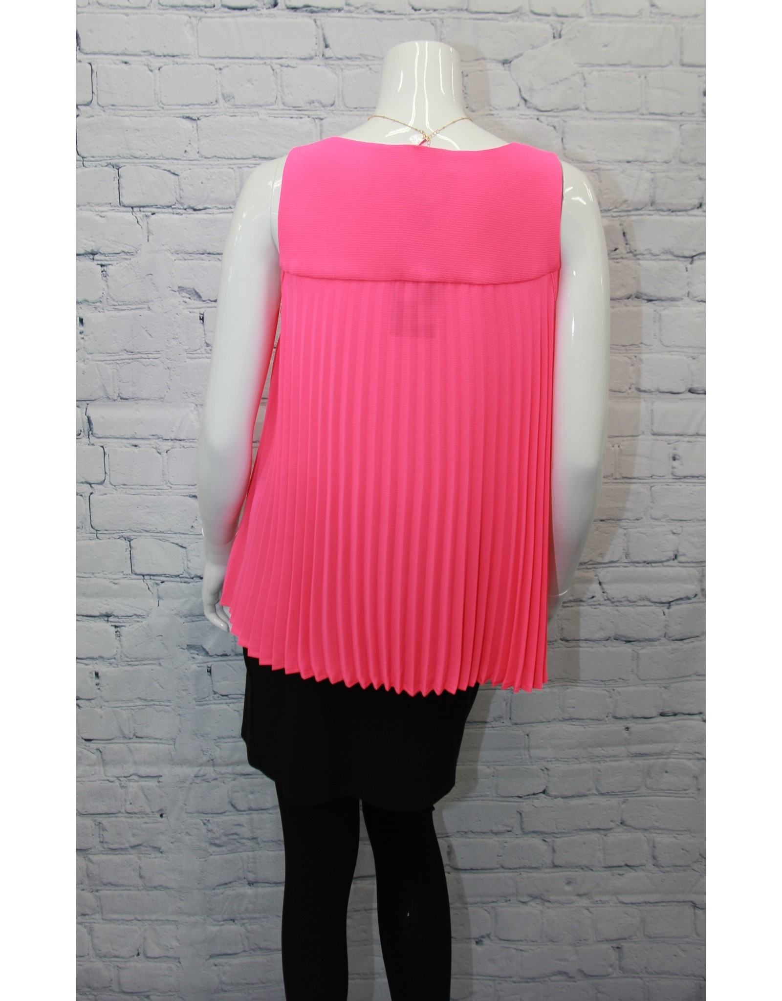 Frank Lyman Frank Sleeveless Top With Necklace