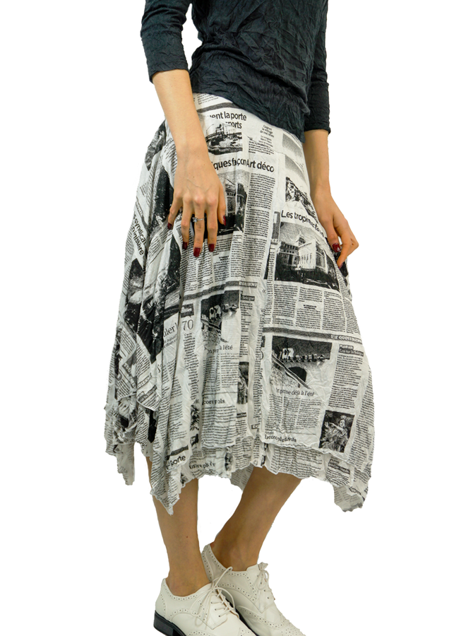 Comfy Lori Skirt In White News Print