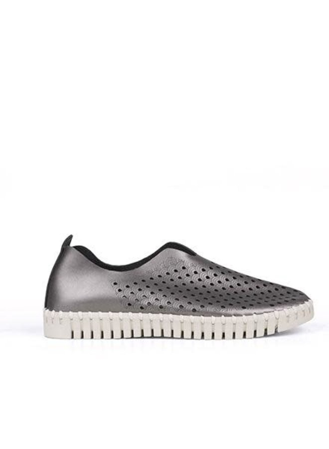 Ilse Jacobsen Metallic Tulip Shoe In Gunmetal