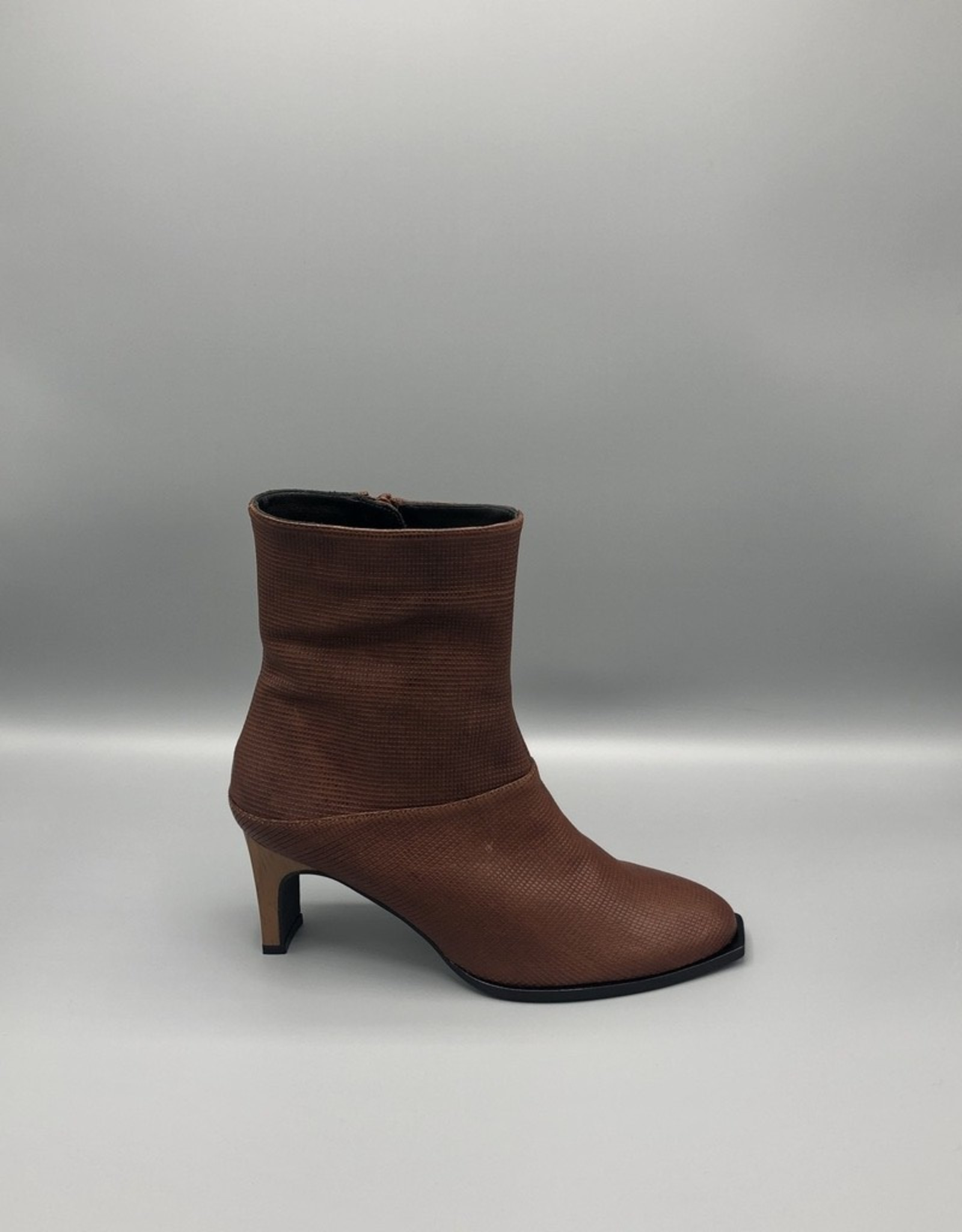 Thiron Thiron Wood Heel Side Zip High Leather Ankle Boot