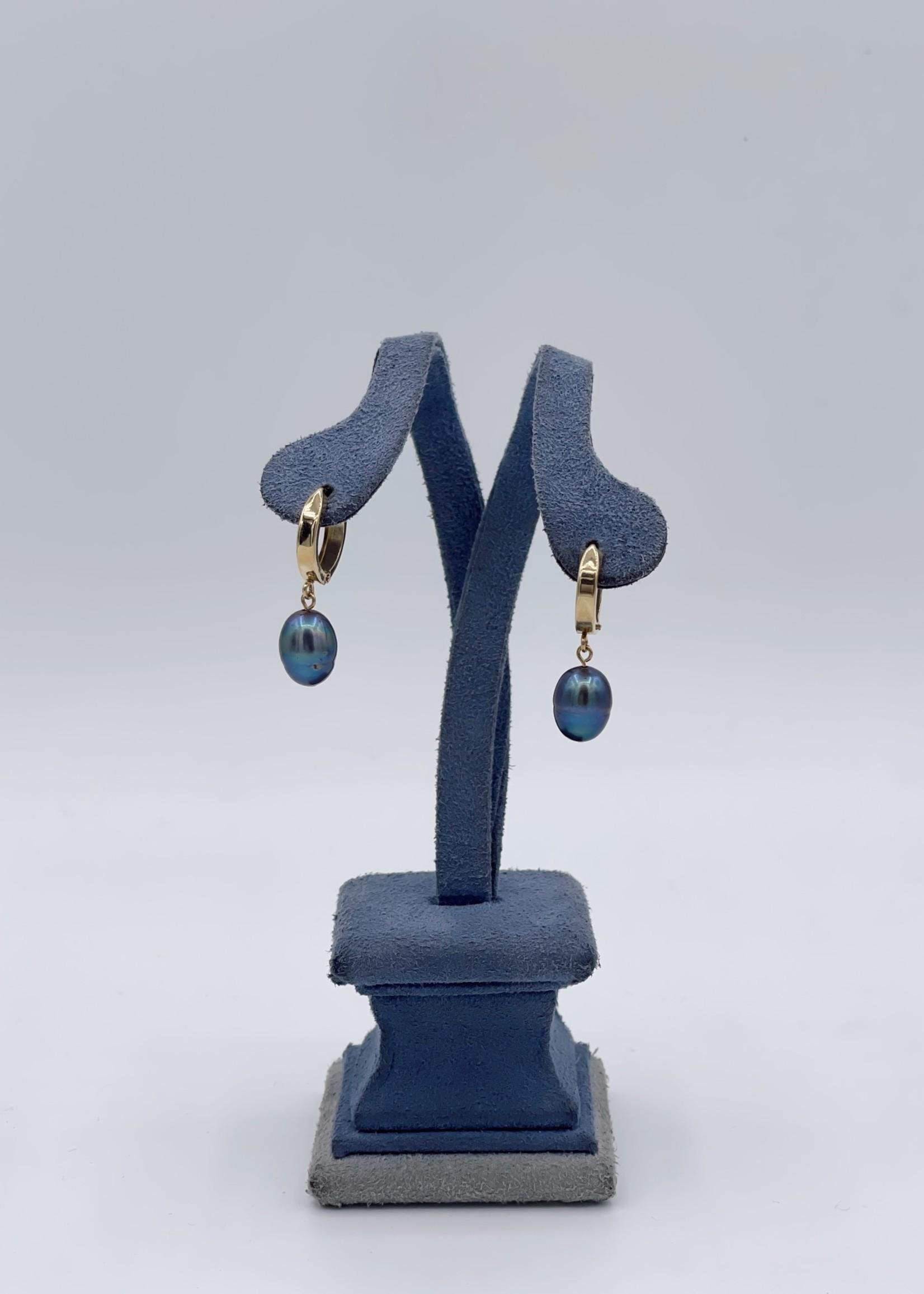 CJ Designs Yellow Gold Black Pearl Earrings