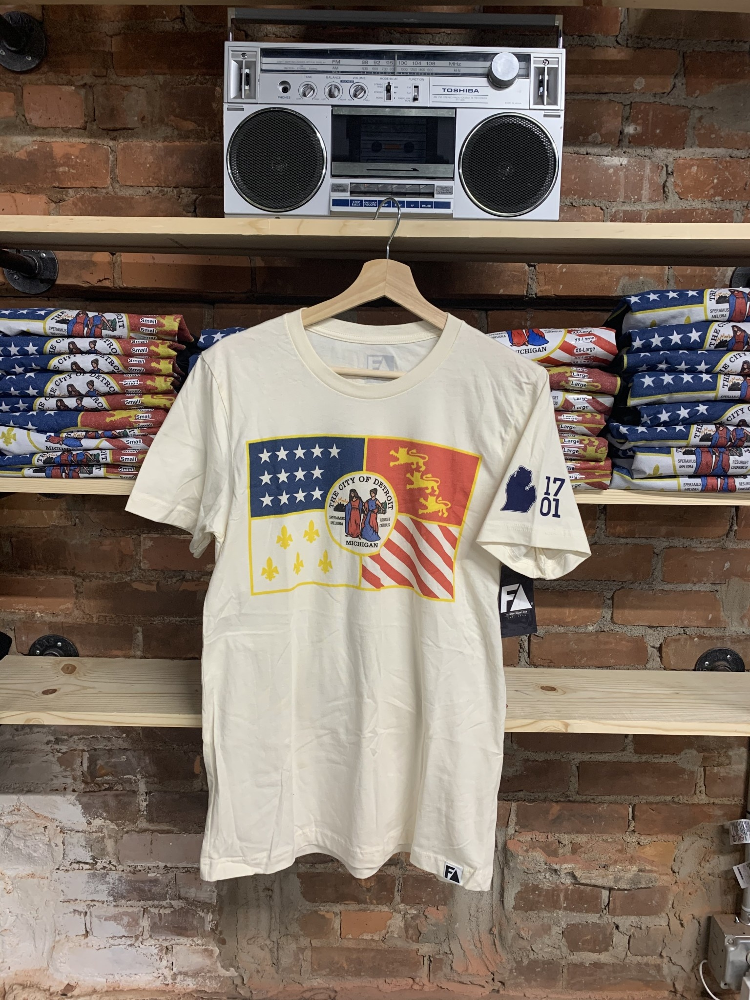 VINTAGE CREAM DETROIT FLAG T-SHIRT