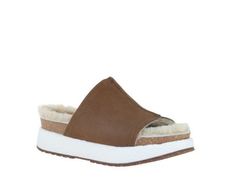OTBT Wayside in new tan slide shoe