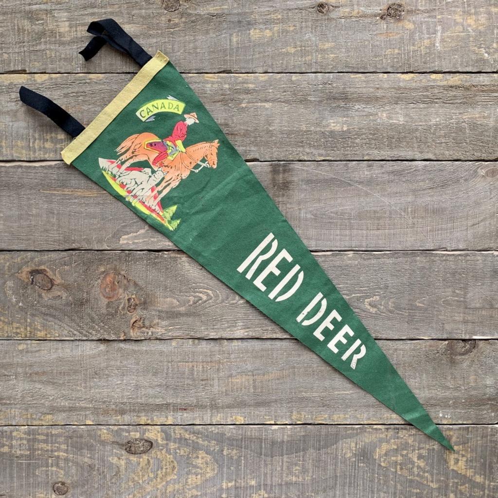 Vivid Vintage Vintage Red Deer Pennant Green