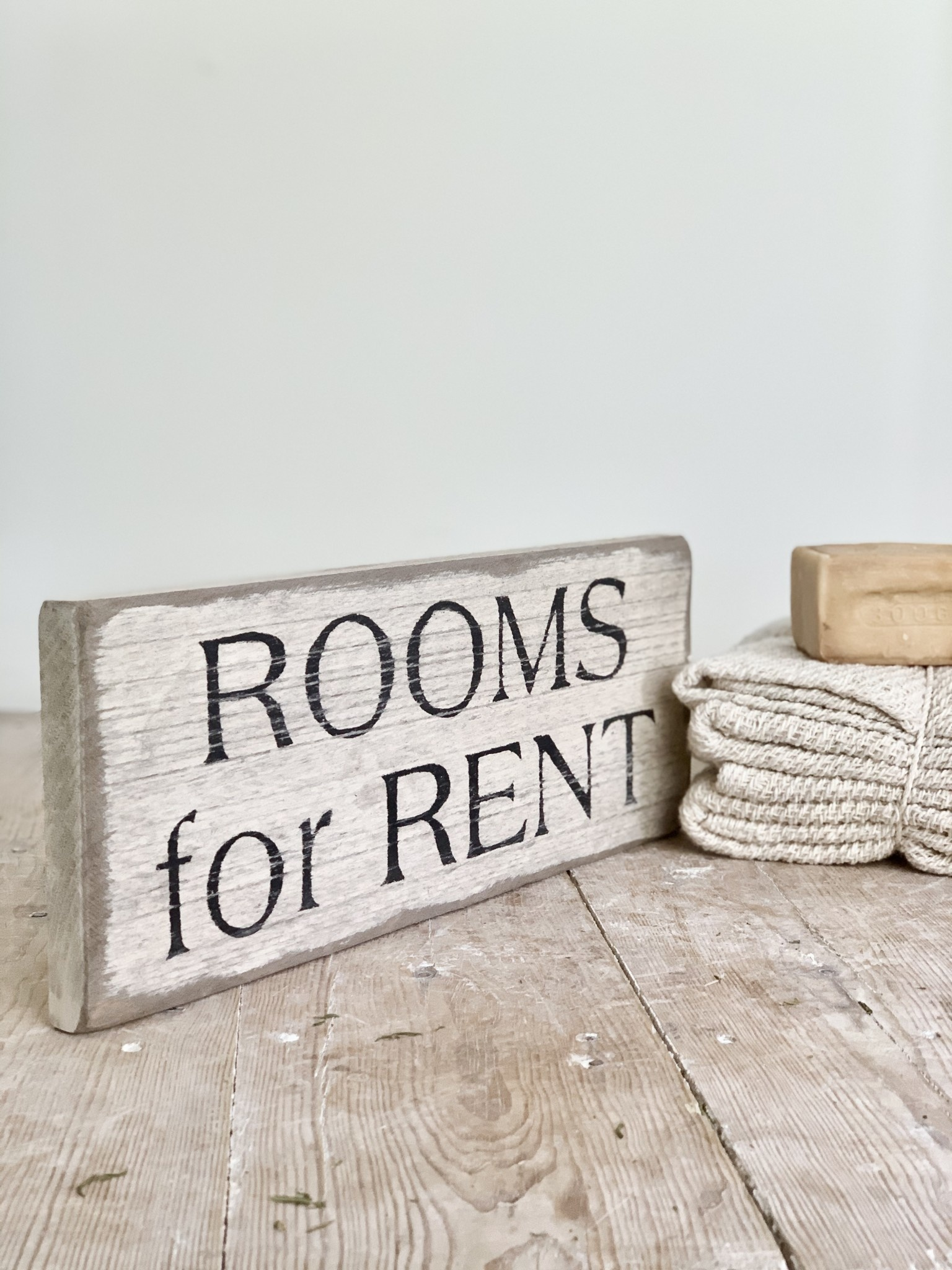 Distressed Rooms for Rent Sign