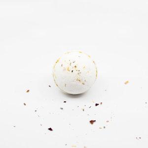 La Creme de la Creme Fizzing Bath Bomb 'Tickleberry's' (Waffle Cone: Blend of Vanilla, Pink Sugar, Almond)