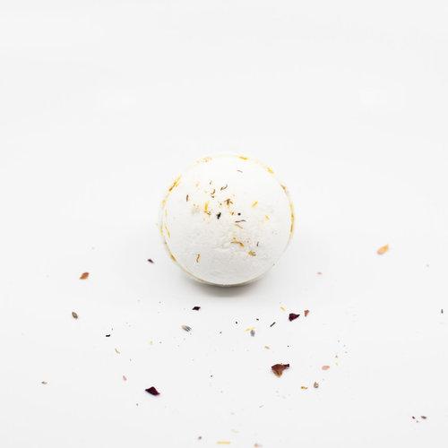 La Creme de la Creme Fizzing Bath Bomb 'Front Street Brasserie' (Lavender & Thyme with Lavender Buds)