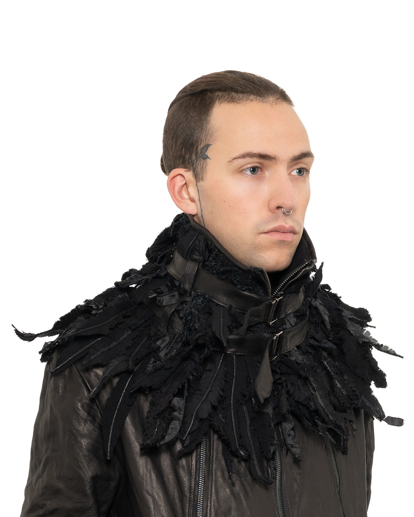 FAUX FEATHER BELTED COLLAR