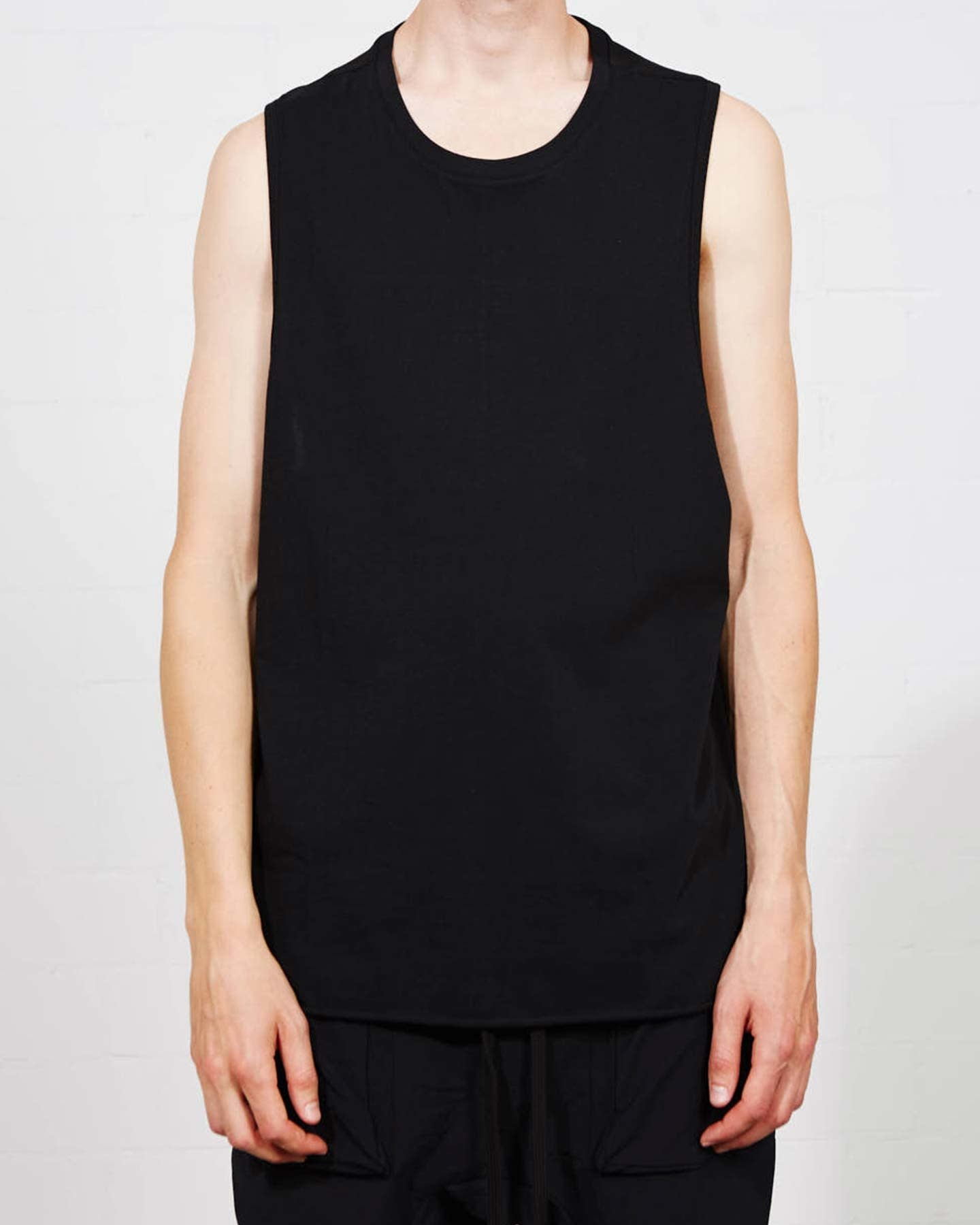 RIB SHOULDER  SLEEVELESS T SHIRT - BLACK
