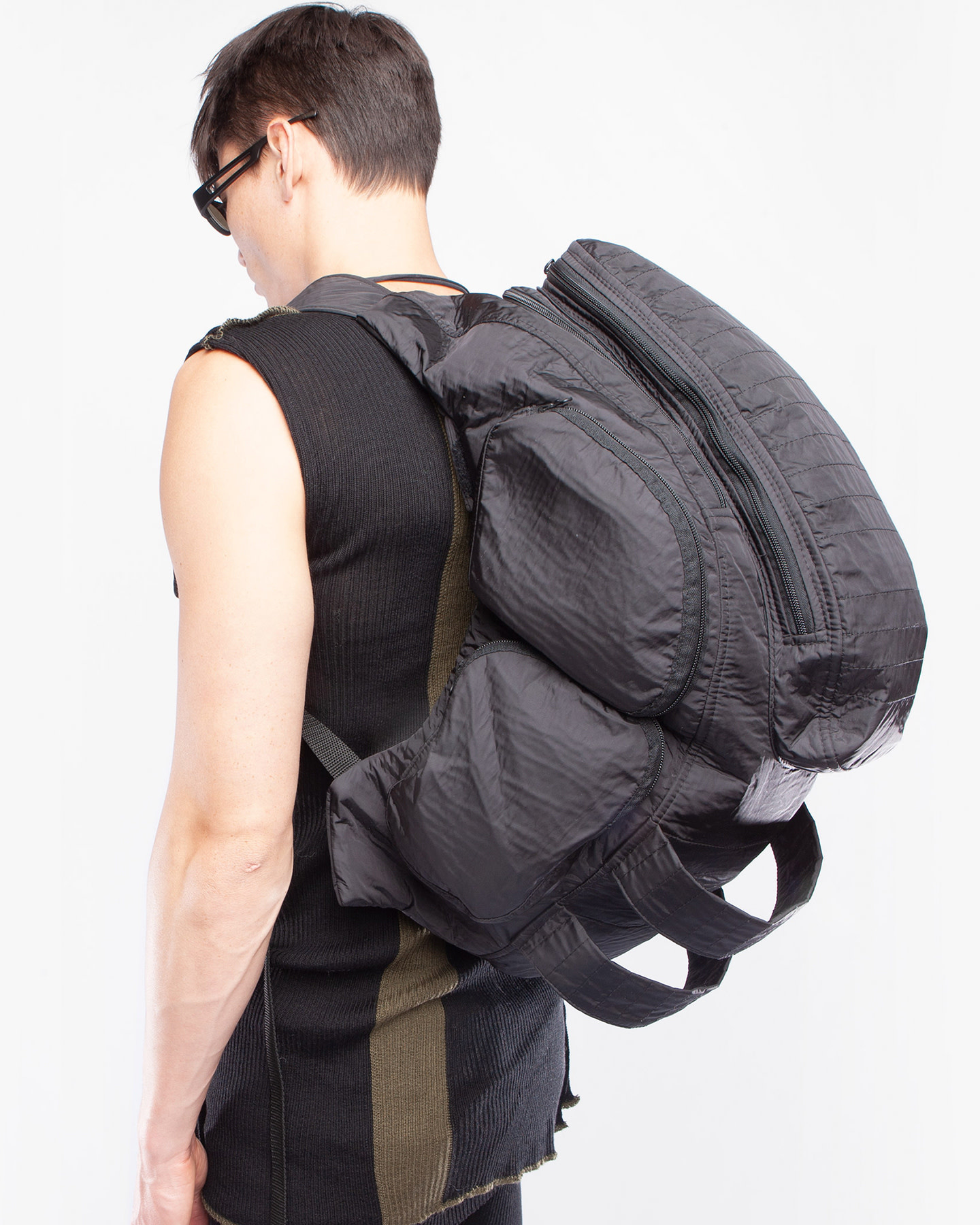 BACK PACK STAND OUT