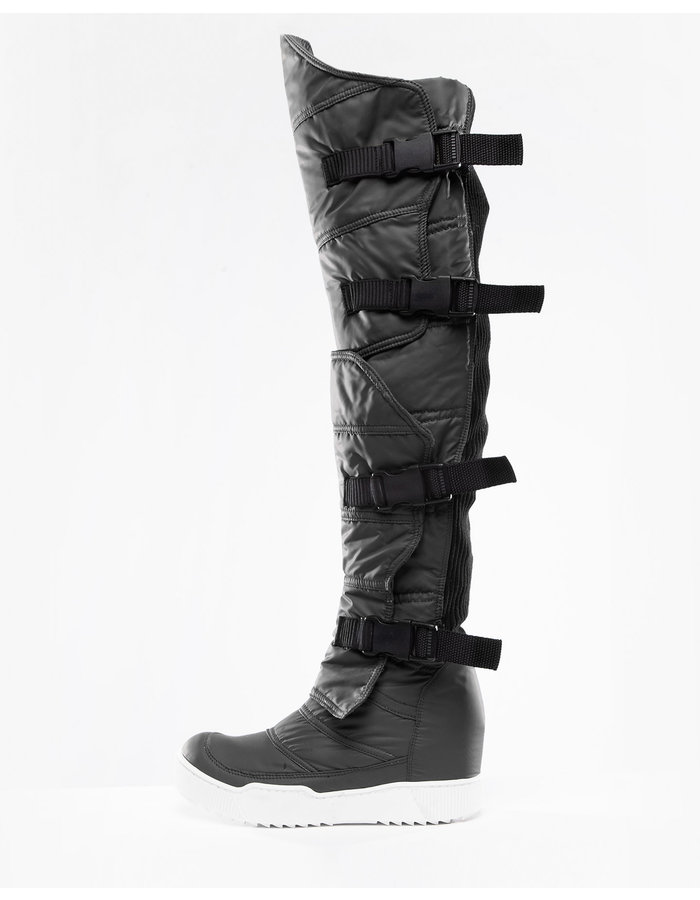 DEMOBAZA BOOTS STAND OUT