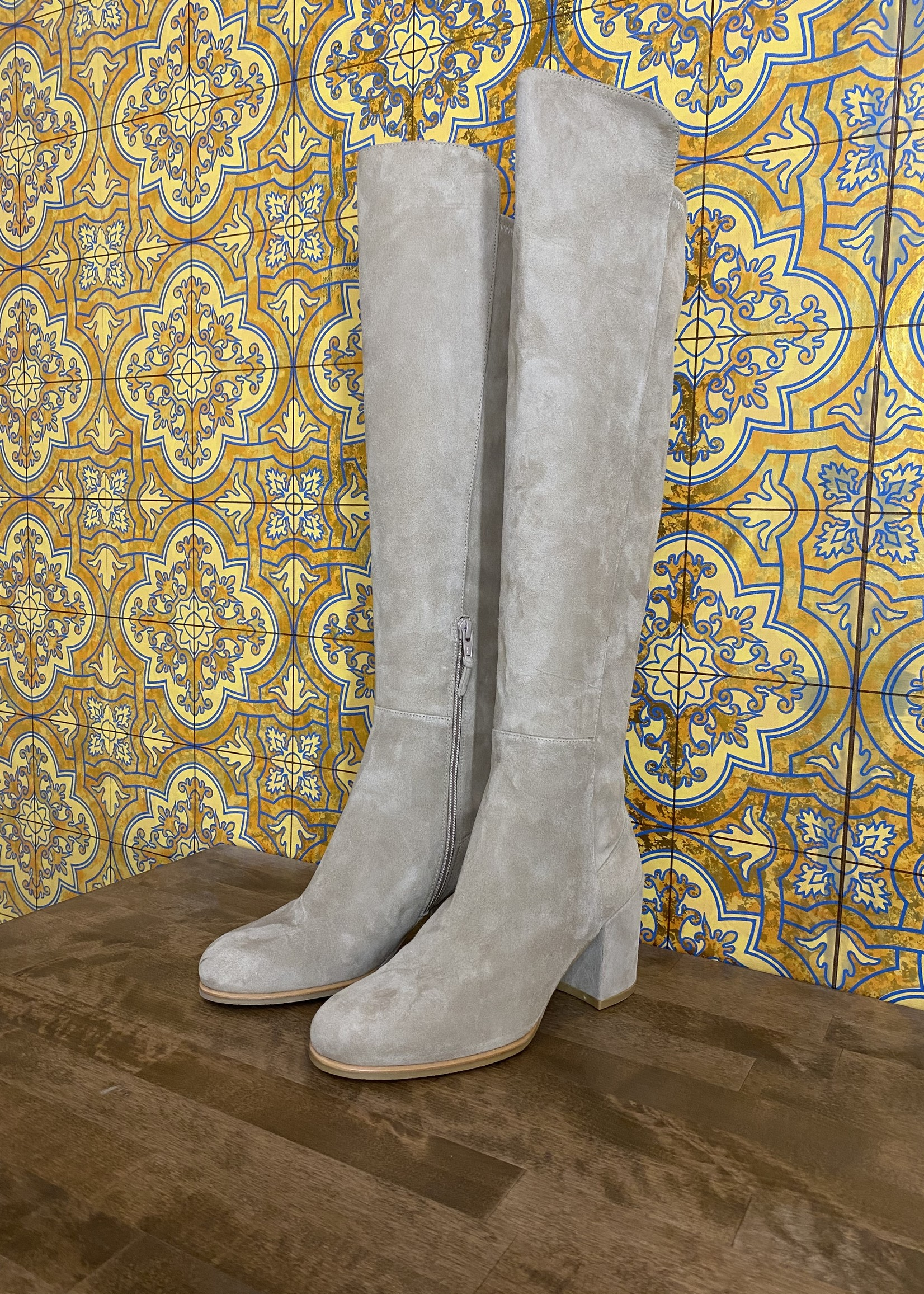 Stuart Weitzman Tan Suede Boots 6 (Retail: $695)