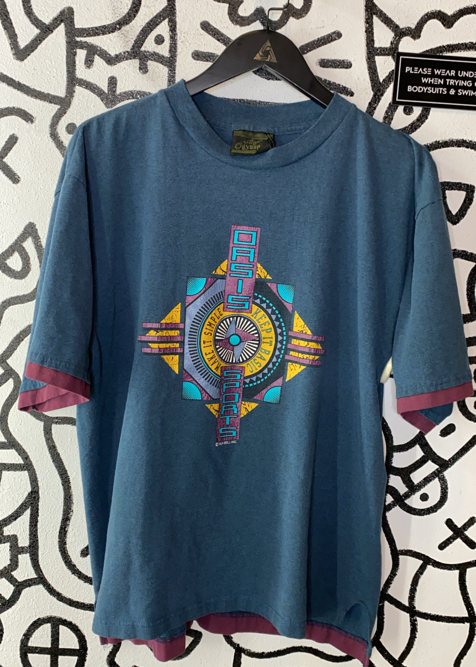 Oasis sports graphic t shirt XL