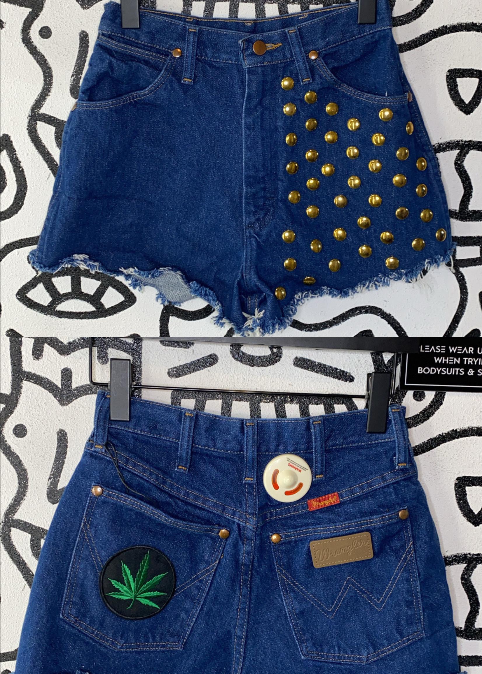 Wrangler studdered embroidered shorts 26