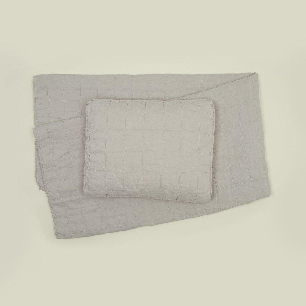 Hawkins New York Simple Linen Quilt, King- Light Grey