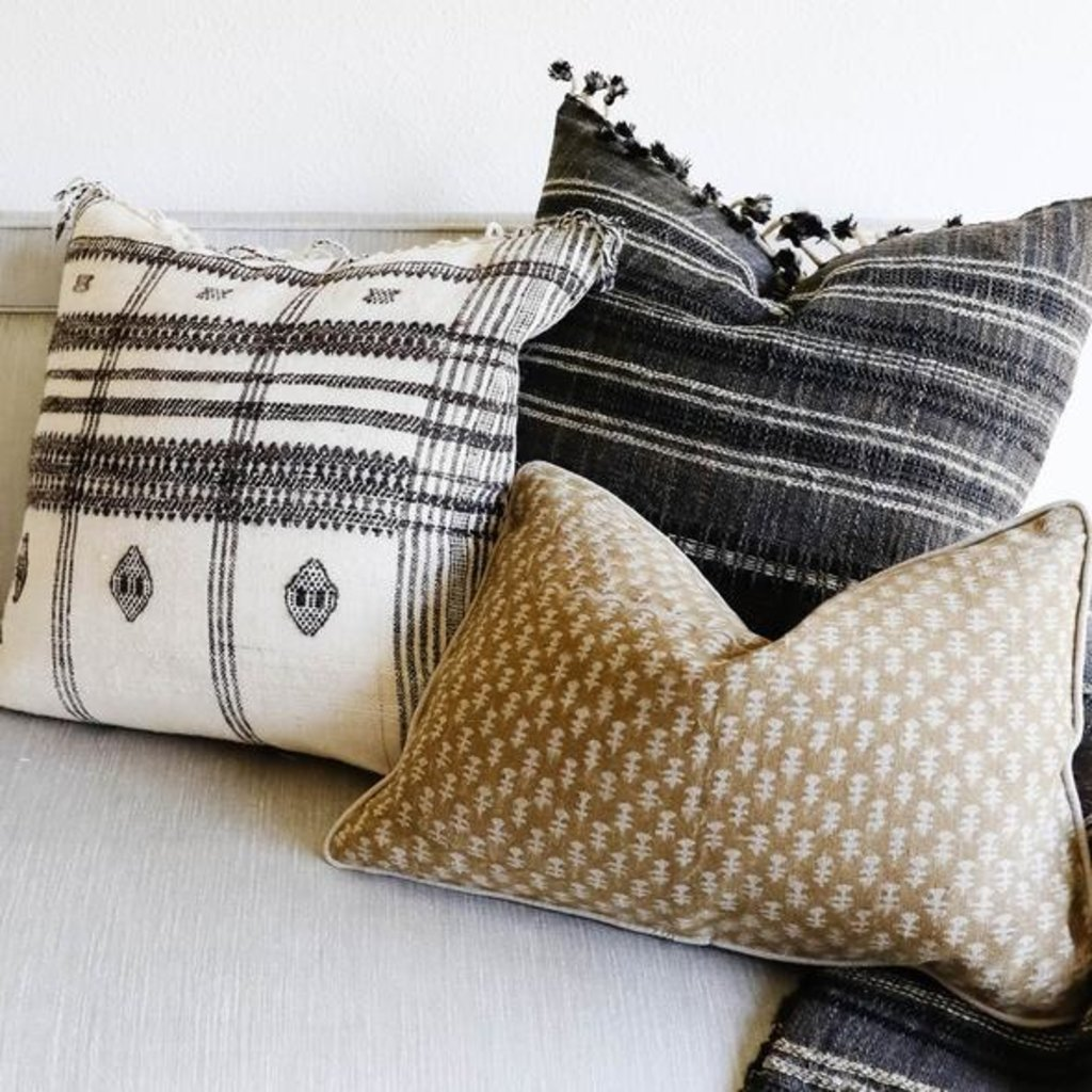 """Filling Spaces Akriti Charcoal 22"""" x 22"""" Pillow with insert"""